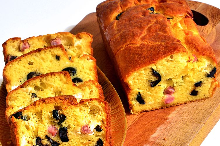 Cake With Olives, Ham And Goat Cheese : The Ideal Autumn Brunch