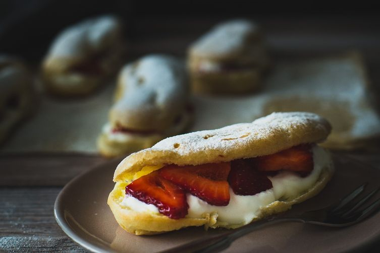 Cream strawberry éclairs