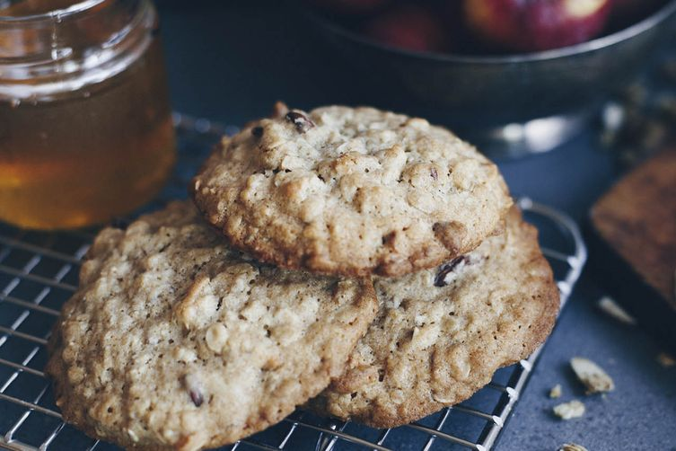 HONEY AND OATMEAL COOKIES