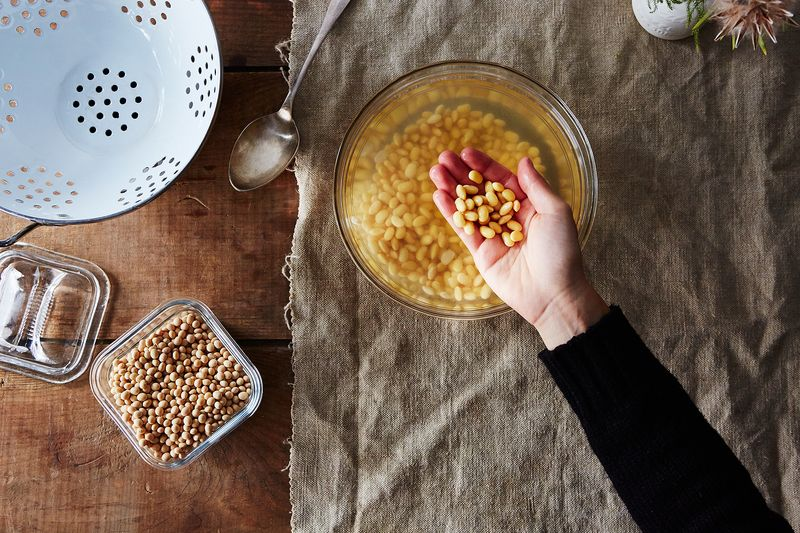 Compare the dried soybeans to the soaked ones—such plumpness!