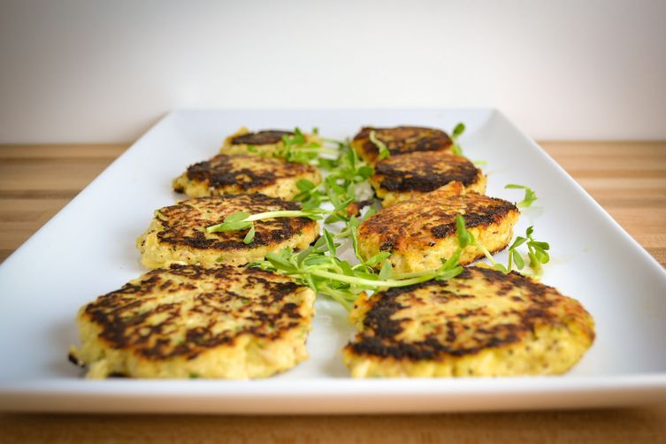 Fish Cakes with Horseradish Cream Sauce