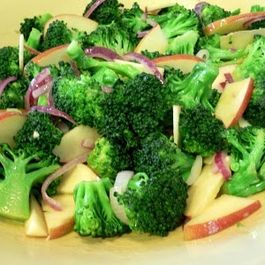 5e5bdb43 938f 4945 890d 36c09c89b1b0  broccoli apples and red onion salad