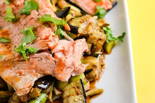 Grilled trout with eggplants and leeks