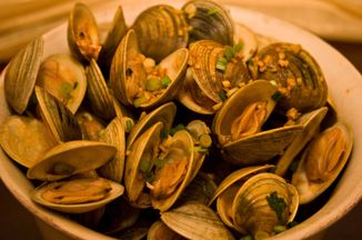 16da772e-0a3e-46a6-9ea1-3dc55968c467--littleneck_clams_with_sherry_garlic_and_smoked_paprika