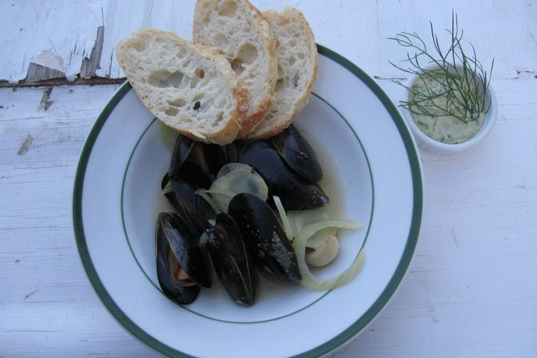 Mussels Steamed in Pernod, Cooled in a Fennel Aïoli Dip