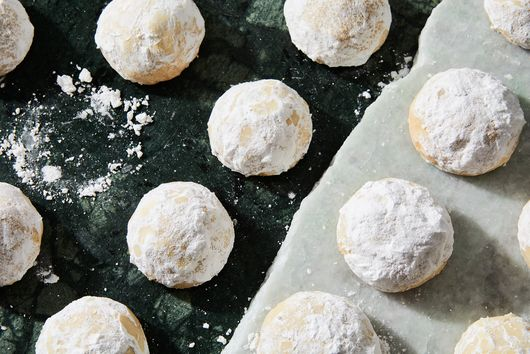 Grandma Stauss' Almond Christmas Balls