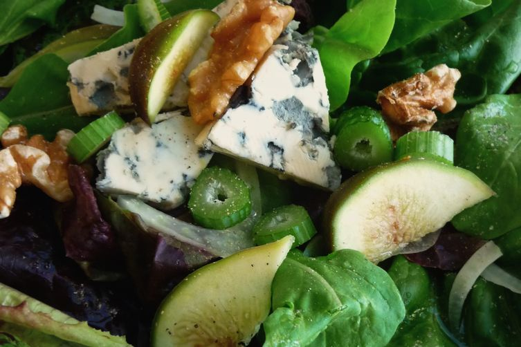 mixed autumn greens figs fennel walnuts and blue cheese with