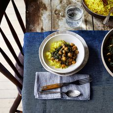76c5861a ea34 42e1 b69d f9406ded439d 2017 0606 spicy creamy chickpeas and spinach chana saag julia gartland 115