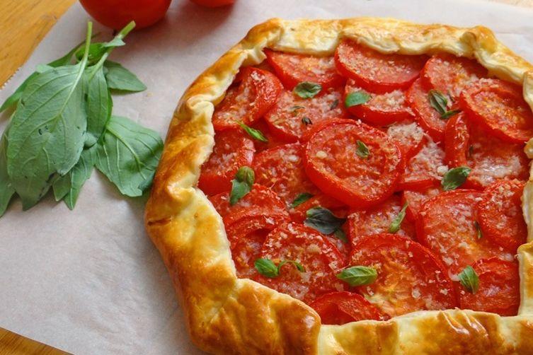 Fresh tomato galette