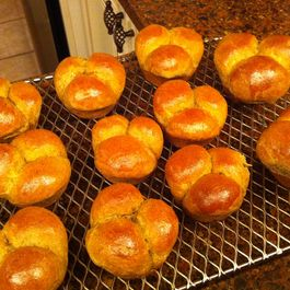 Holiday Spiced Bread Rolls