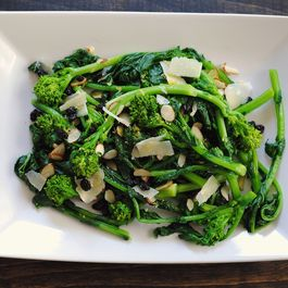 629516f6 6d8e 4db2 bf88 f328b688423e  almond broccolini salad2