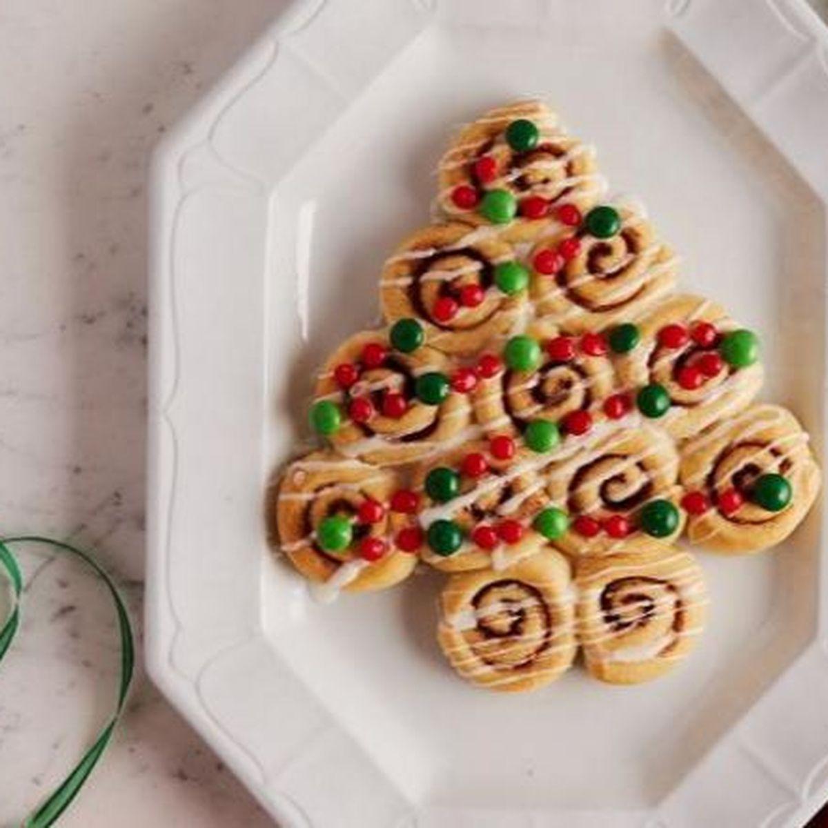 Christmas Cinnamon Rolls.Christmas Tree Cinnamon Rolls