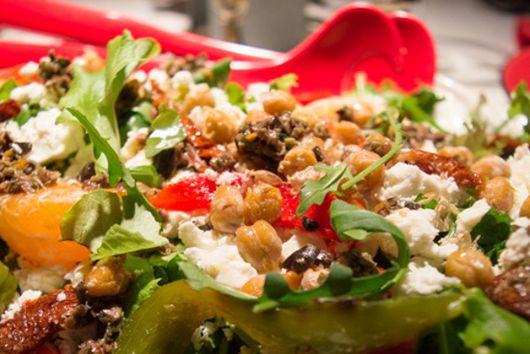 Crowd-Pleasing Mediterranean Salad