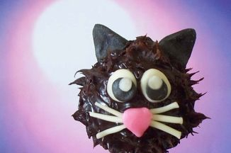 1084bd18-ec3e-4cf1-b1b1-0d82624e2a63.halloween_recipe_cat_truffle_pops_