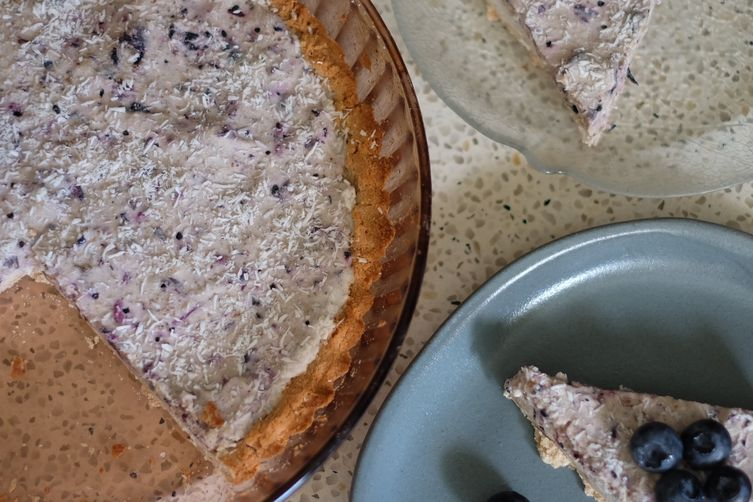 Almost Raw Wild Blueberry Cream Pie