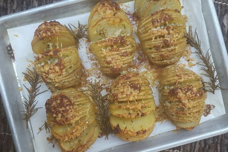 Garlic Parmesan Hasselback Potatoes