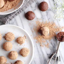 80db56aa 5b1f 4286 9ae0 2c0c30029659  chocolate goji berry maca truffle