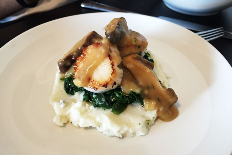 Pan Seared Scallops with Mushroom Gravy over Cauliflower Mash: