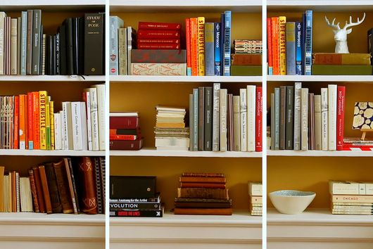3 Good-Looking Ways to Organize Your Bookshelves