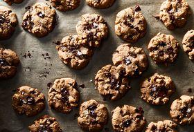 7acec41a abd9 4c32 b5ad 1de2fa00af94  2018 0206 plant based chocolate chip cookies 3x2 julia gartland 4385