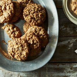 Oatmeal Cookies with White Chocolate and Golden Raisins