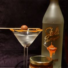 Caramel dessert martini