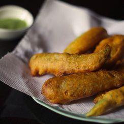 Mulaku Bajji (Jalapeño Fritters with Mint Chutney)