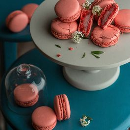 6835c4ec 42df 4082 a6ae a95c223719f5  macaroon with berries and mascarpone cream