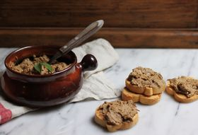Tuscan Chicken Liver Crostini