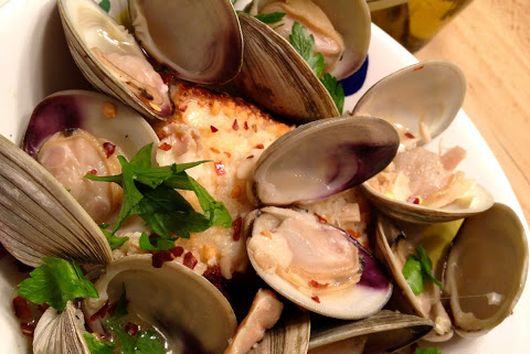 Zuppa di Clams With Savory Crouton
