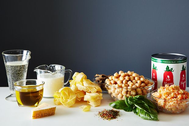 7bee537d-d260-4d84-b0cf-4bc12cd2948f.2014-0422_finalist_chickpea-bolognese-065