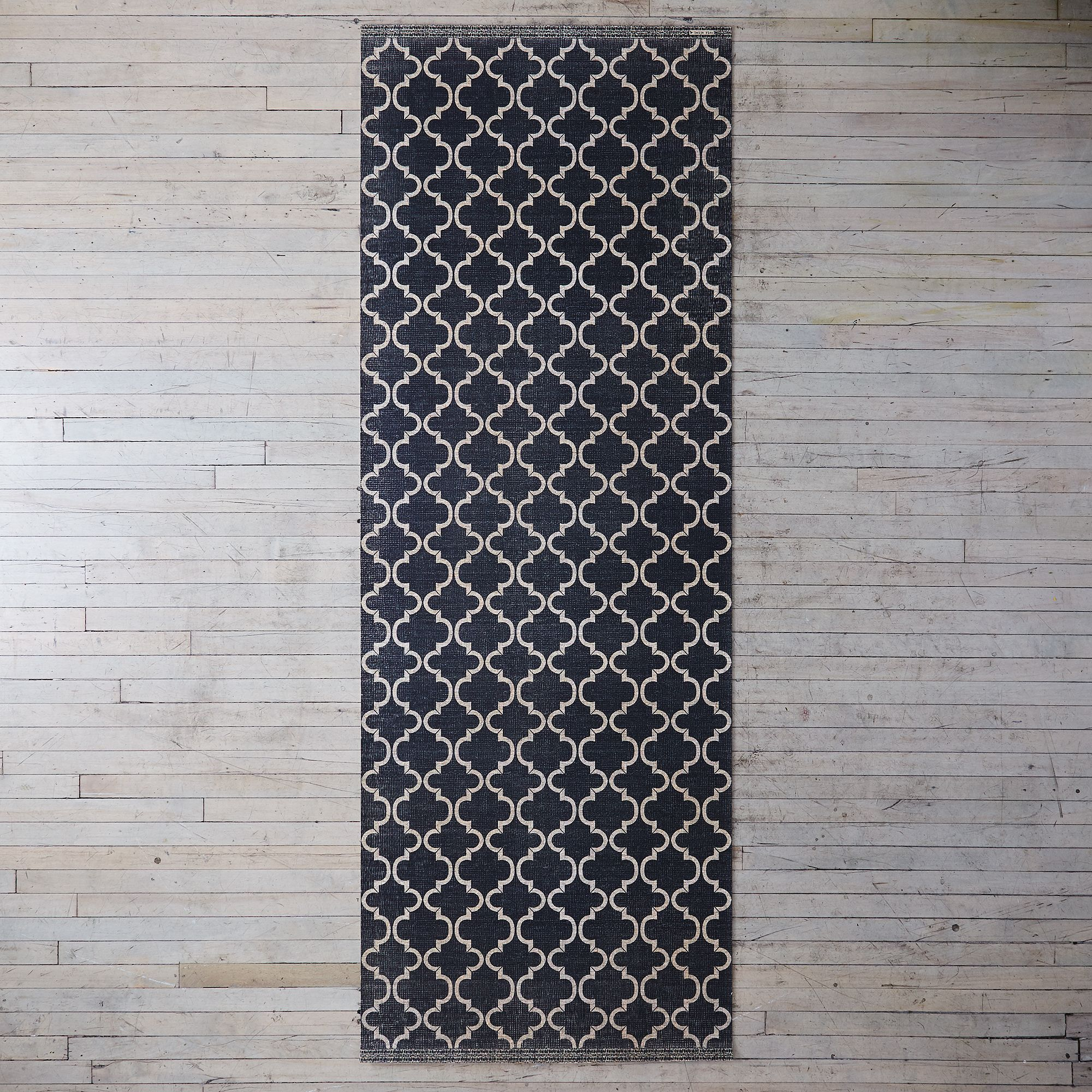 D40813d8 9846 47bf a67d dbe708e4fc01  2017 0628 kiss that frog flatwoven vinyl mat sui suzanna black and brown runner silo rocky luten 012