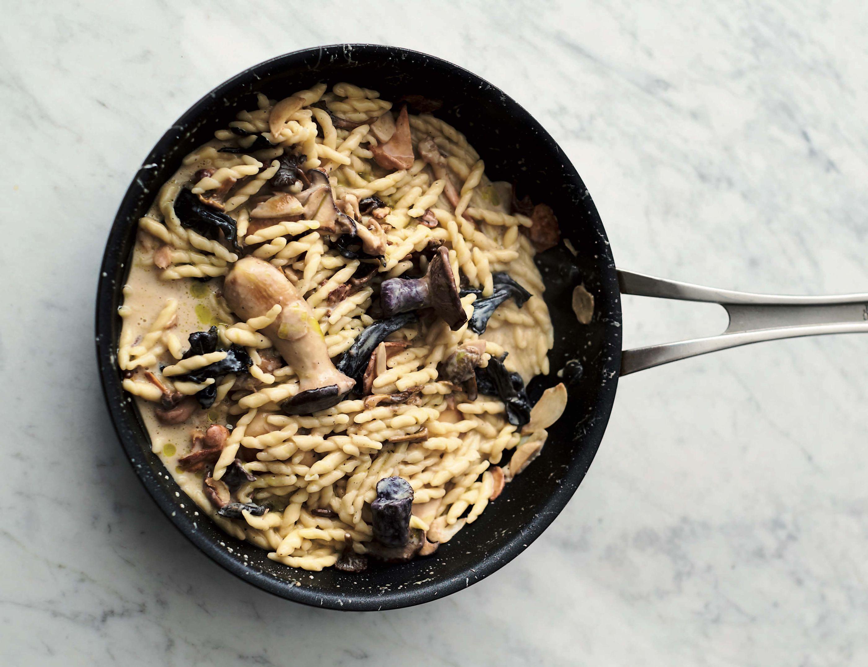 Jamie Oliver's 5-Ingredient, 15-Minute Pastas Are Weeknight Miracle Workers