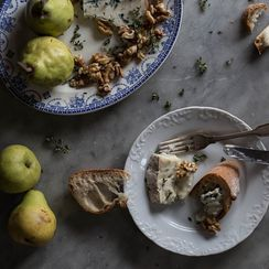 Crostini with Gorgonzola, Pear, and Walnut