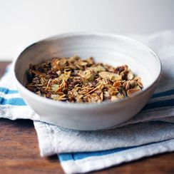 Granola Takes a Hint from a Classic Fall Cookie