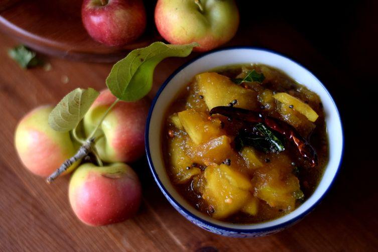 Sweet & savory apple chutney