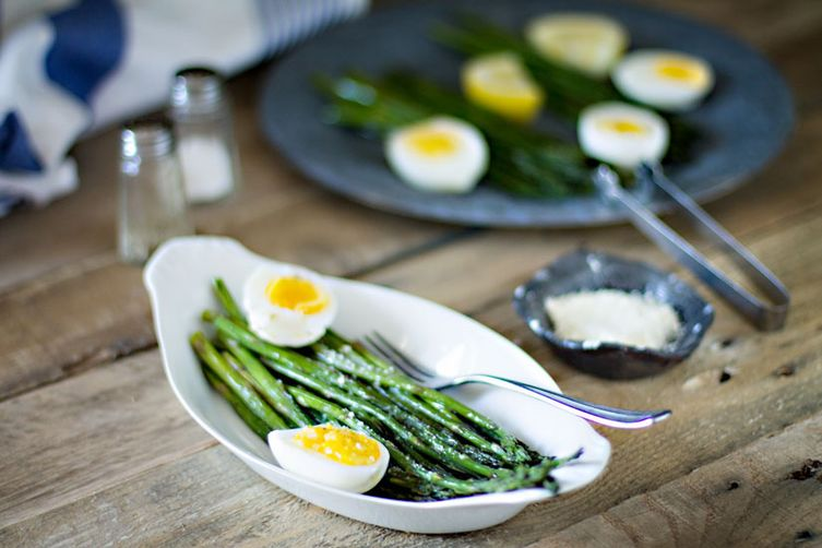 Eat Like the French – Asparagus and Egg