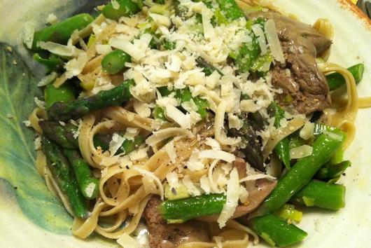 Spaghetti with Chicken Livers and Asparagus
