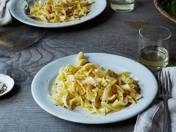 This Genius Pasta Recipe Pretty Much Makes Its Own Sauce