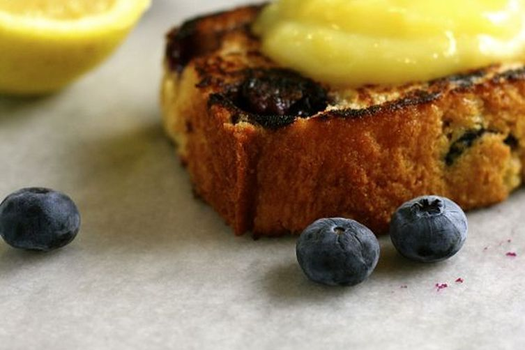 Grilled Blueberry Bread with Lemon Curd