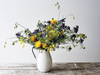 The Vases, Flowers, and How-To's for 3 Essential Flower Arrangements