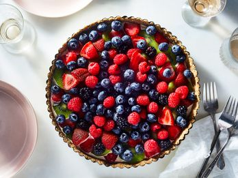 A Vegan, No-Bake Fruit Tart for Summer's Last Hurrah