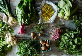 C0488929 7e8c 405f 8ecd 6eaf42bae8e7  2016 0502 market vegetables herbs and flowers james ransom 033