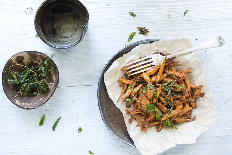 Fried anchovies with curry leaves