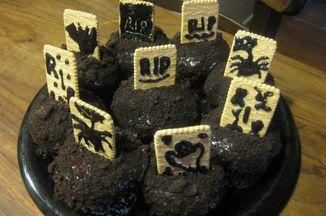 363090c6 d3ba 4a02 b9b6 b69d3690c616  graveyard cupcakes