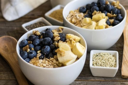 Raw Oat Blueberry Banana Bowl