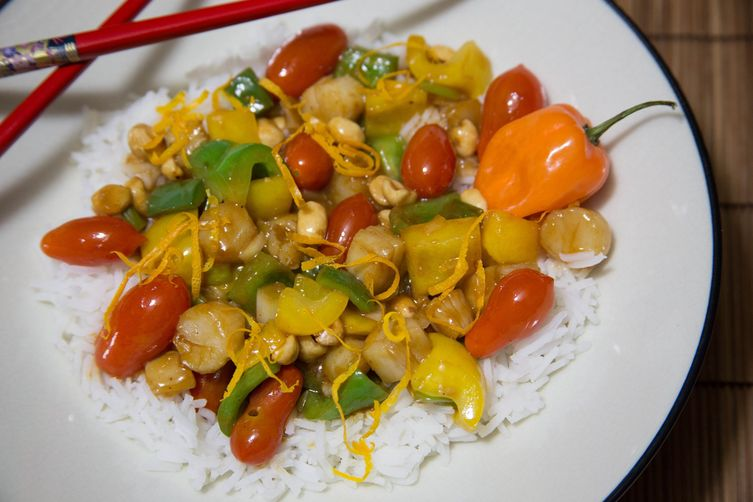 Kung Pao Stir Fry with Bay Scallops, Plum Tomatoes and Peppers