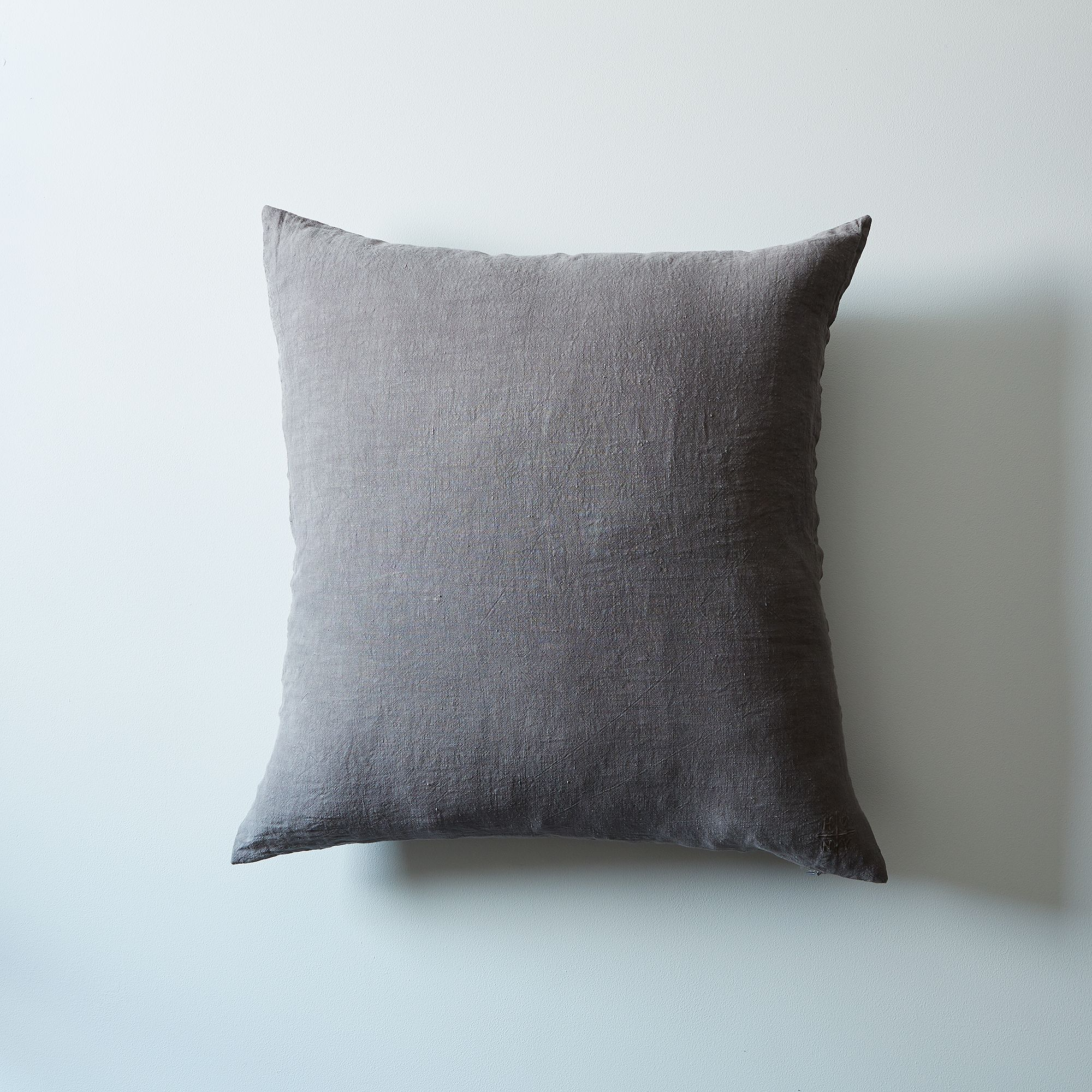 71385864 a0f8 11e5 a190 0ef7535729df  2015 0529 hawkins ny stonewashed linen pillow covers charcoal w pillow bobbi lin 0493