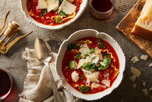30-Minute Lasagna Soup Is the Weeknight Wonder We've Been Looking For