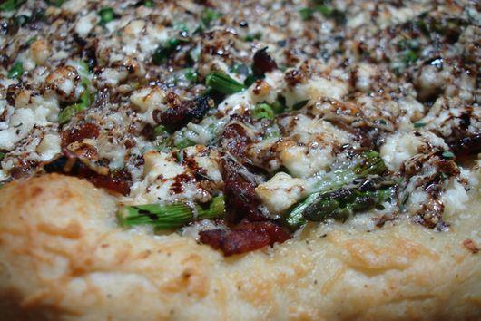 Springtime Asparagus and Ricotta Pizza